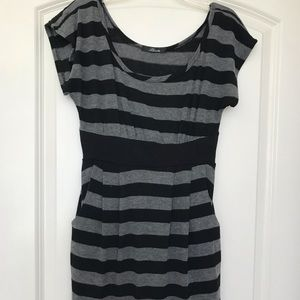 Black and gray short sleeved sweater dress